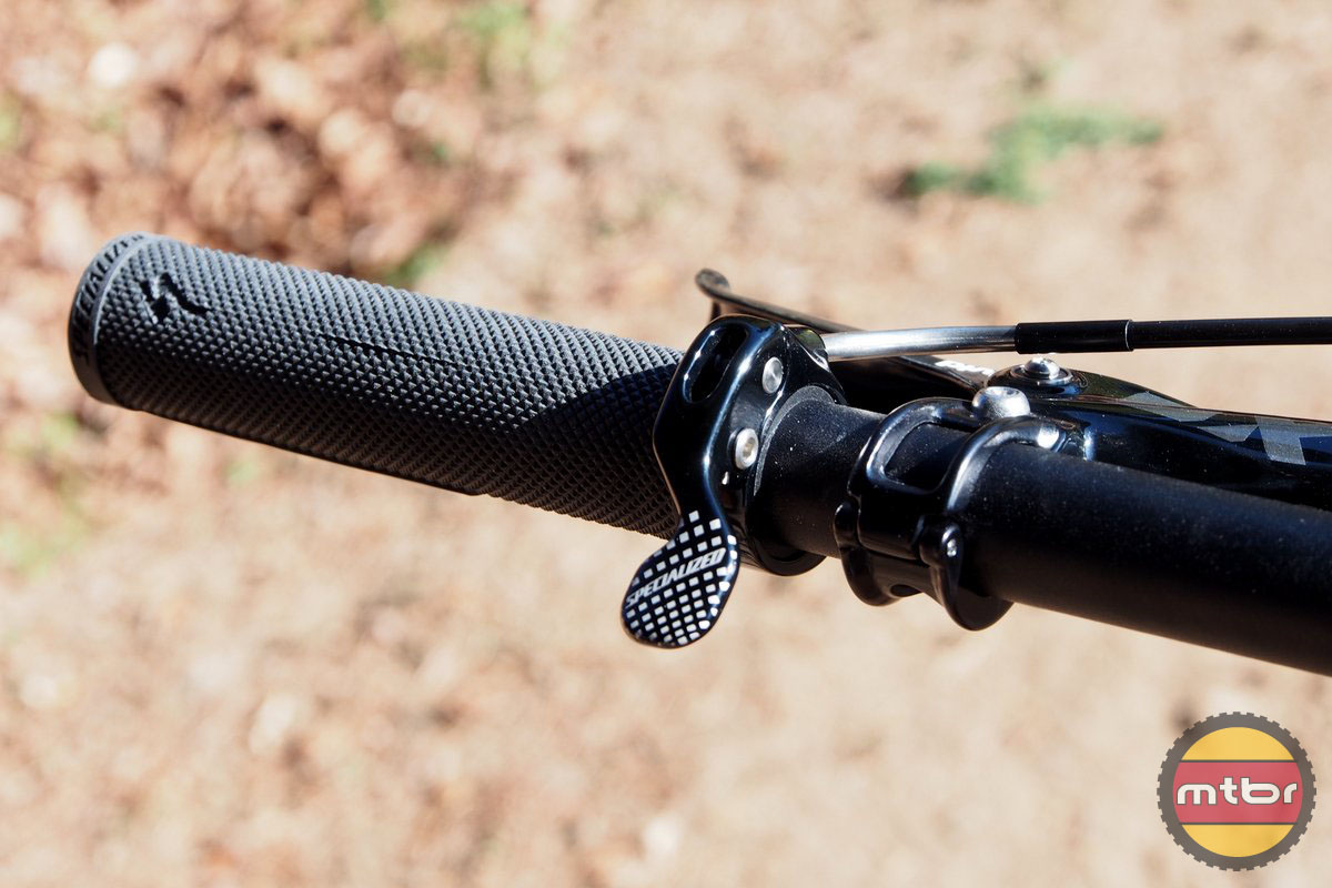 Specialized Enduro 29 only has the left dropper post control on the left side bar