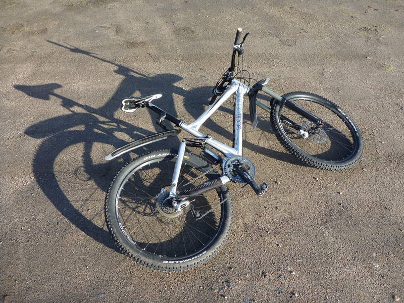 Scott Genius 60 - pedals strike ground too often - handlebar too high-p1030410-small.jpg