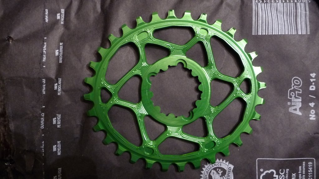 Absolute Black Oval Chainring-p1060768.jpg