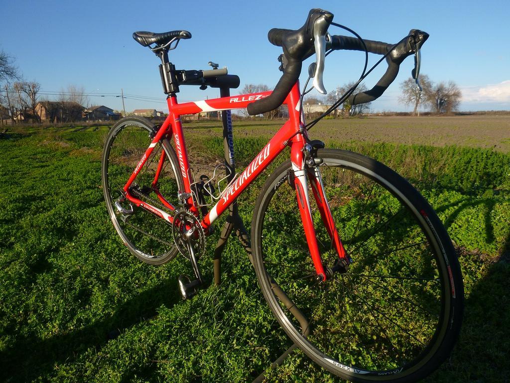 Practically giving this road bike away-p1070792-copy.jpg