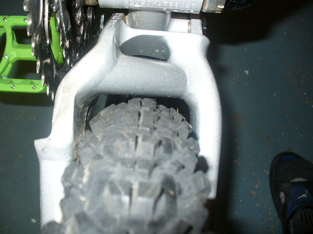 RZ Rize rear tire clearance issues-p1090616.jpg