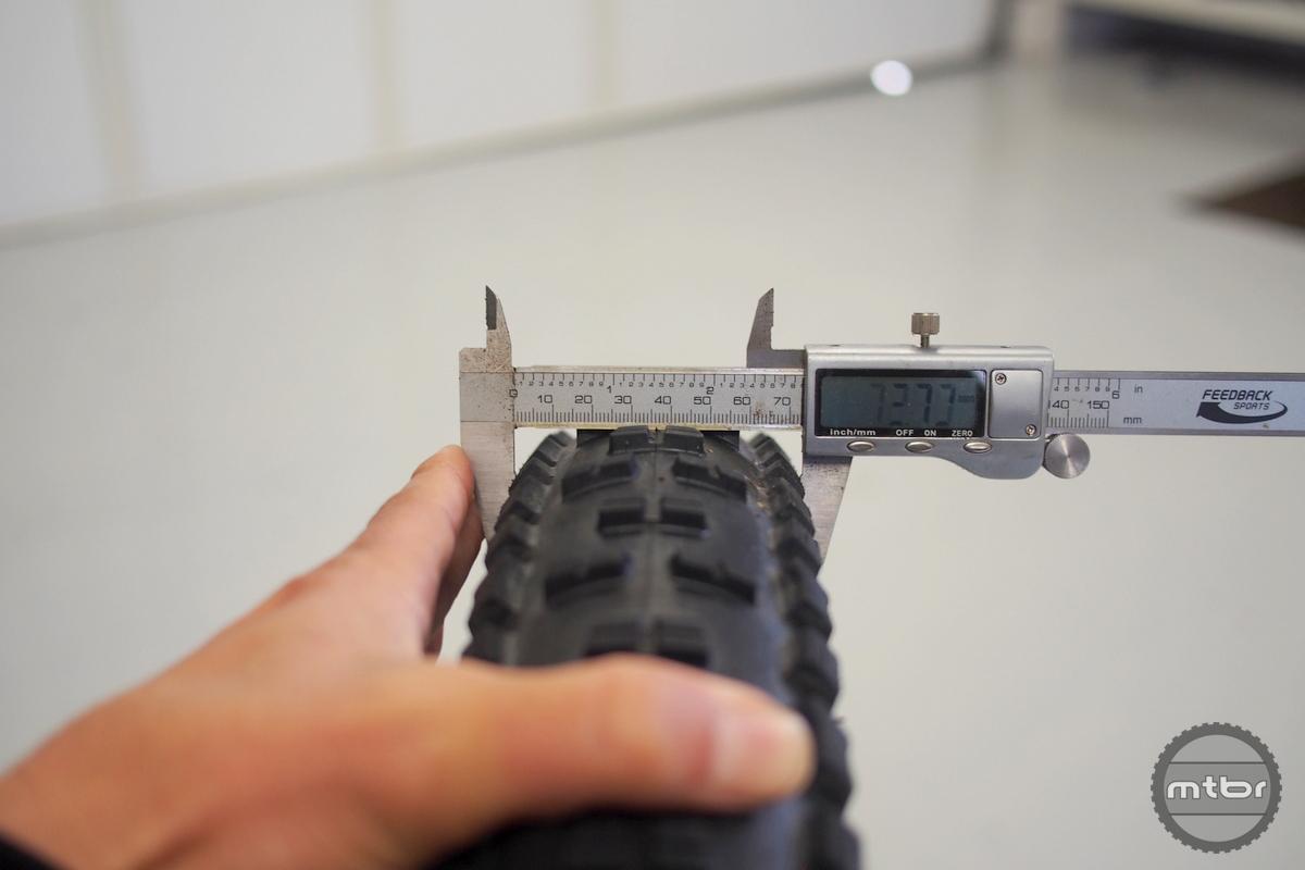 Minion HighRoller II 27.5x3.0 width is 73mm