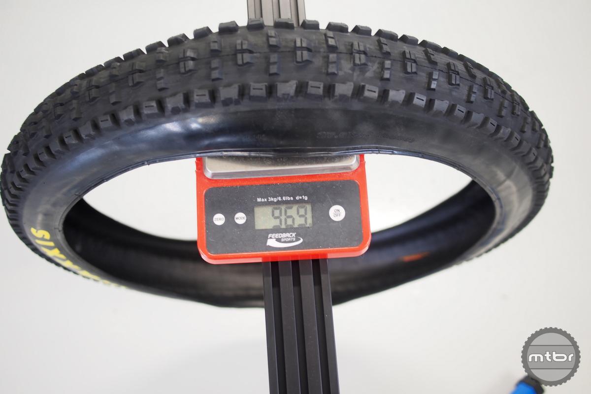 Minion HighRoller II 27.5x3.0 MEDIA SAMPLE weight is 969 grams