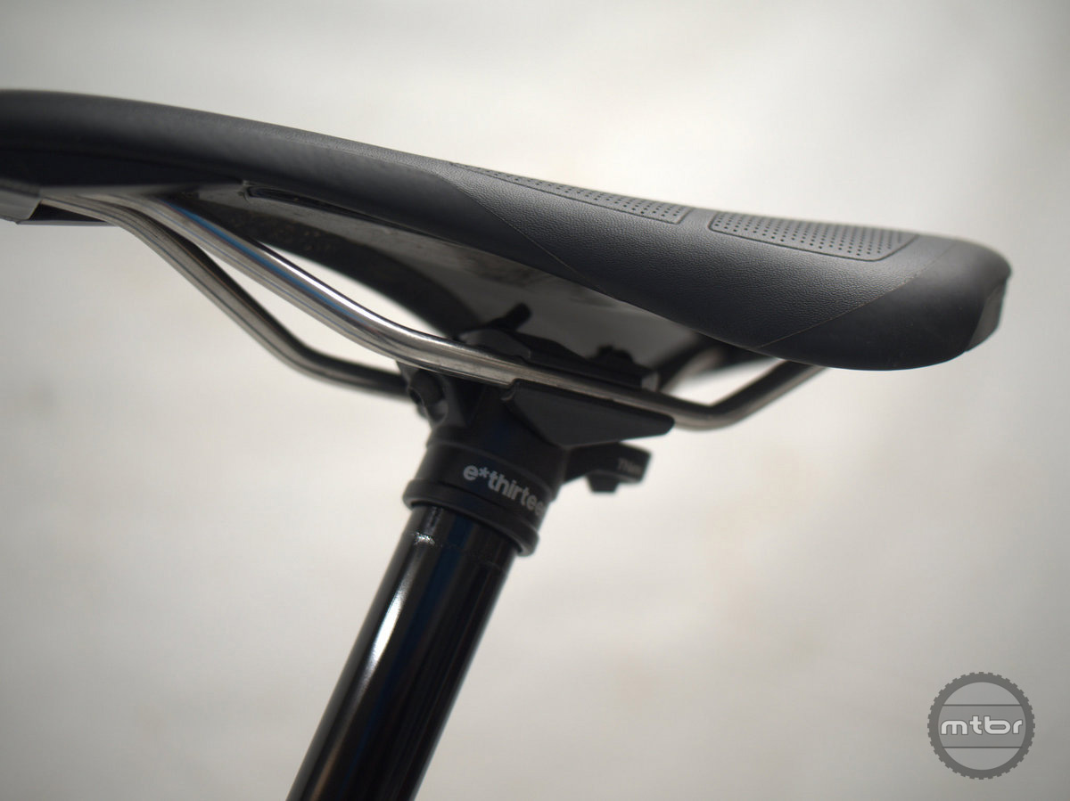 Seatpost head is  the classic 2-bolt style with angled bolts.