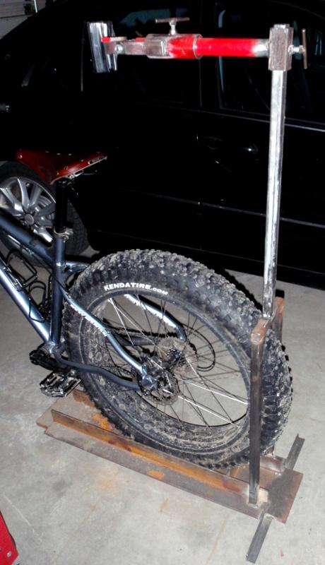 Repair stands for heavy bikes-p3220060.jpg
