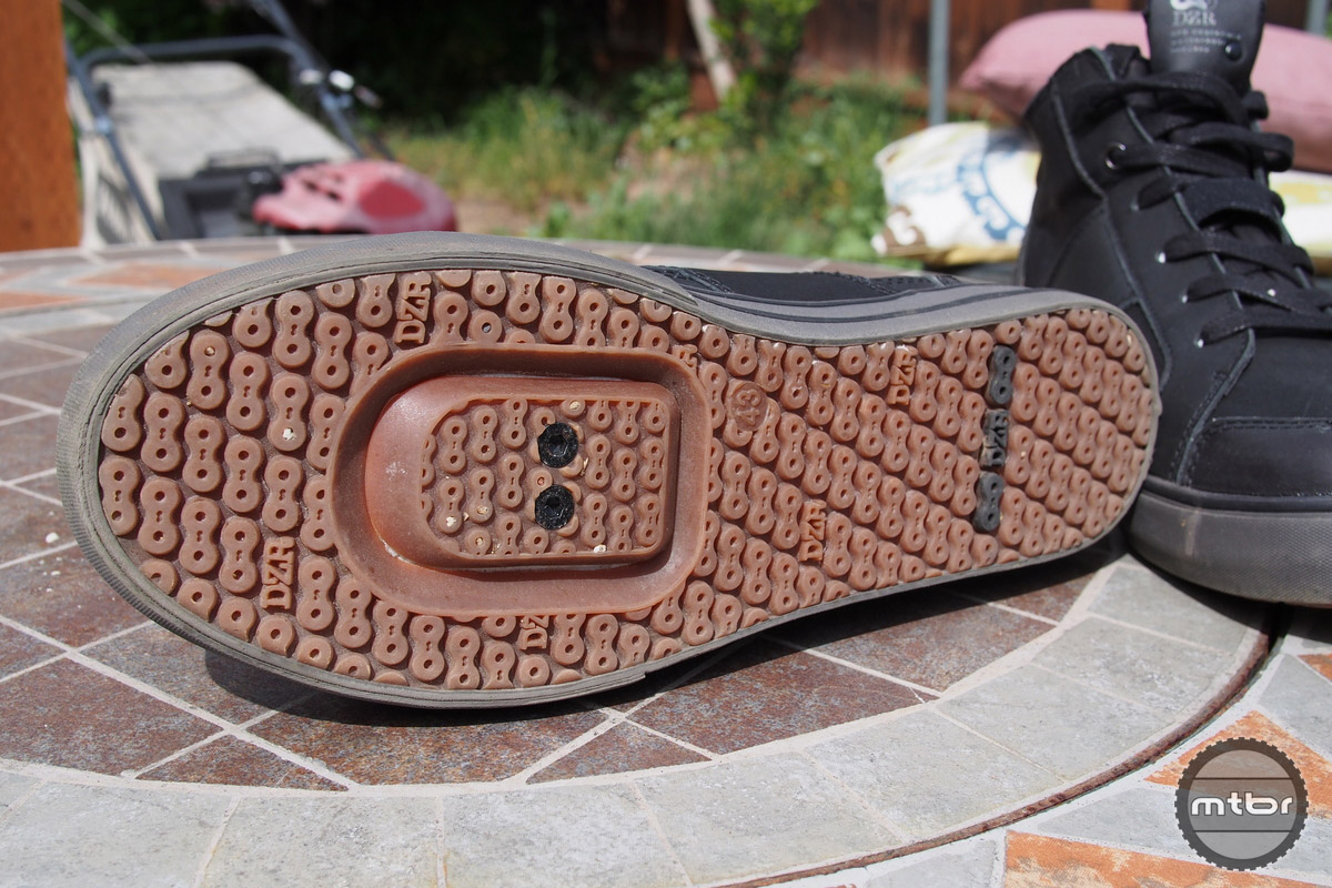 The sole is very grippy and it is SPD compatible.