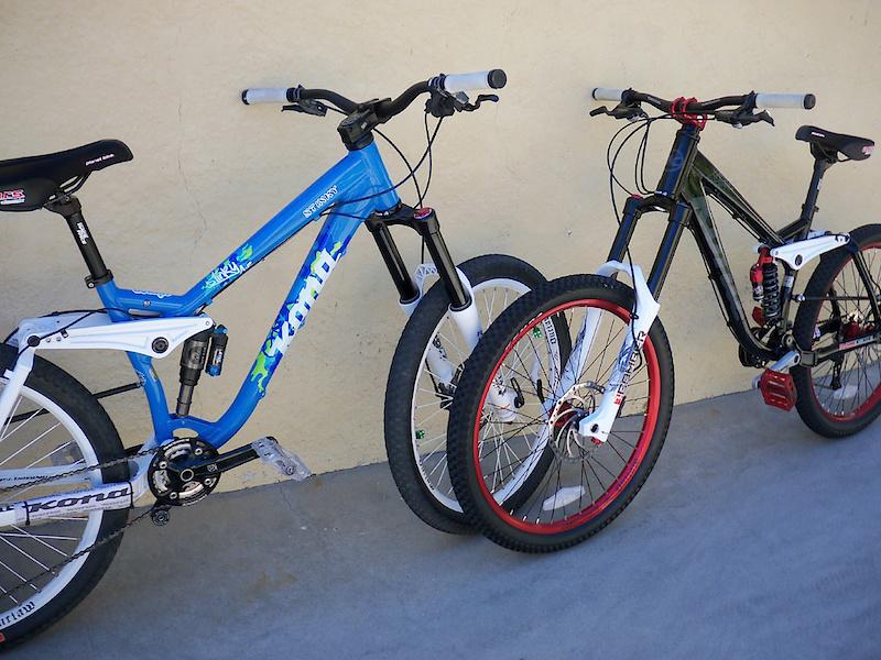 Old School DH bikes-p4pb5581546.jpg