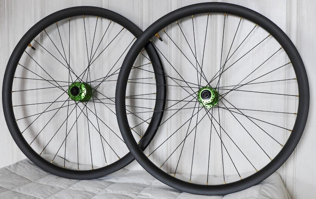 Handbuilt 27.5 carbon wheel set with i9 hubs. 75 SHIPPED-p5pb14169050.jpg