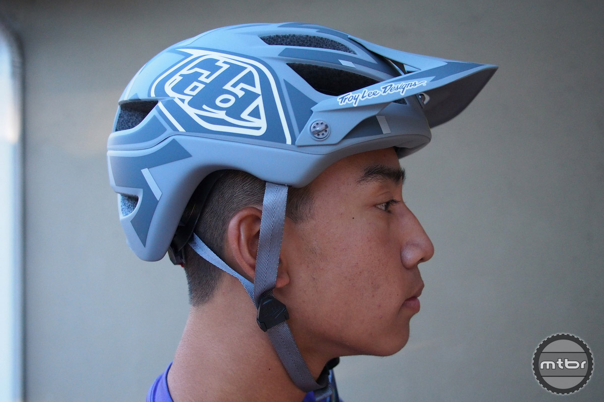 Troy Lee A1 MIPS Gray is subtle and attractive.