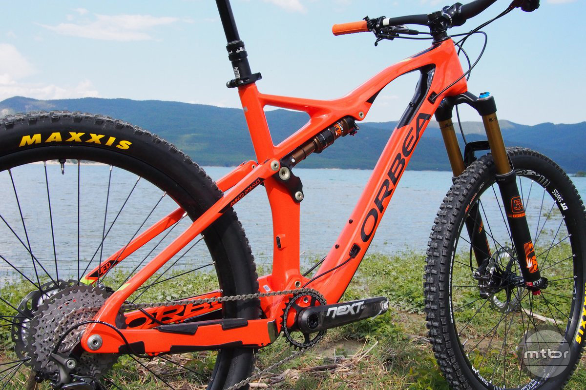 The frame is incredibly light and stiff with with internal cable routing.