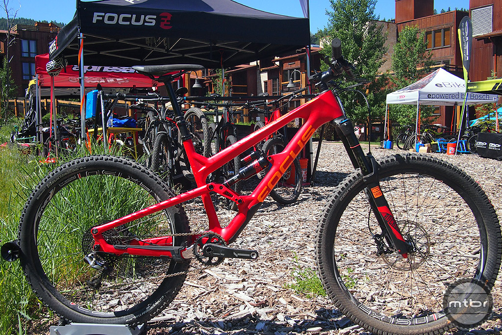 The Focus Raven SAM C Team has 160mm of travel and features a SRAM XX1 drivetrain.