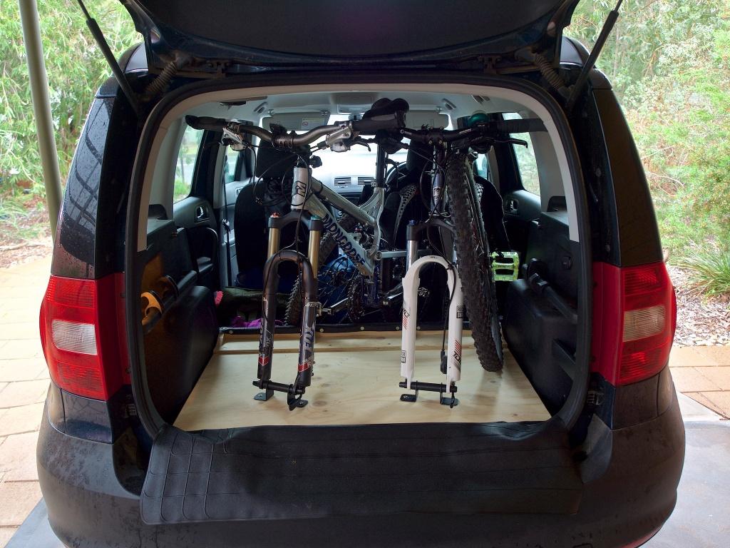 2 bikes inside a Skoda Yeti, with the spare tyre and half floor.-p7100004.jpg