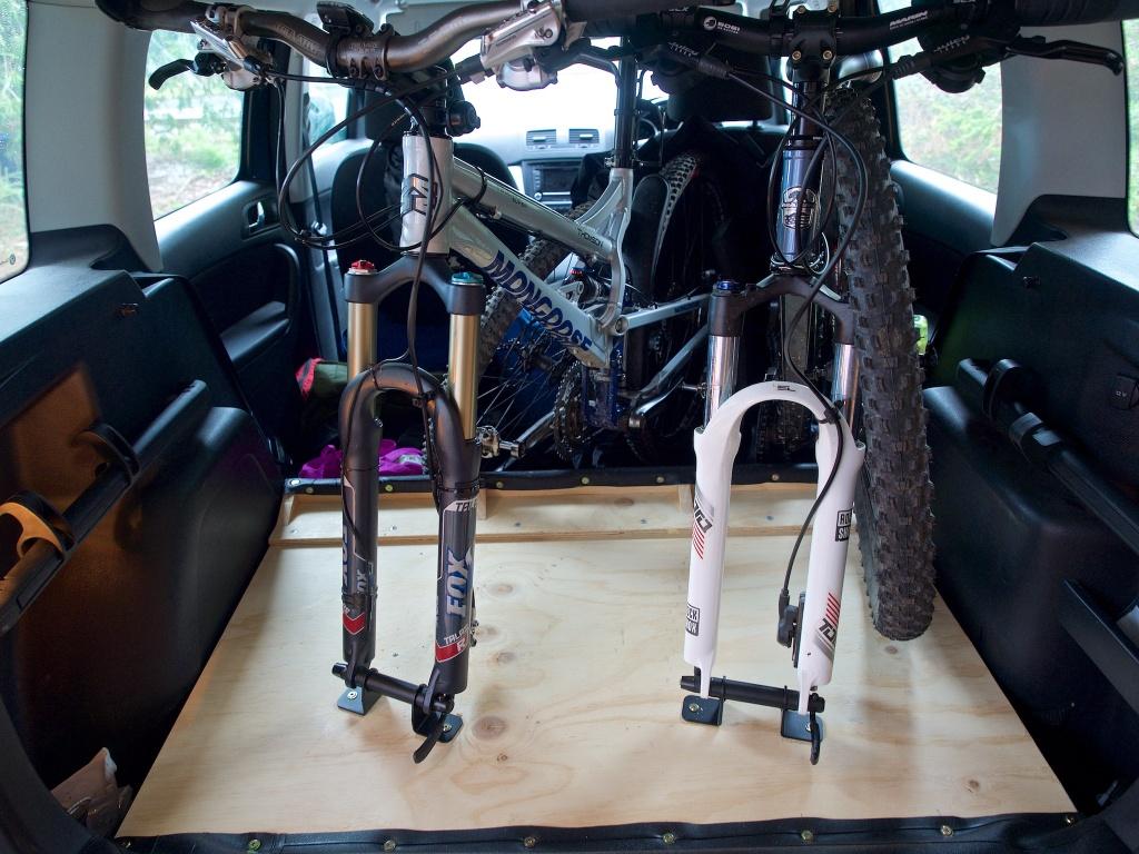 2 bikes inside a Skoda Yeti, with the spare tyre and half floor.-p7100005.jpg