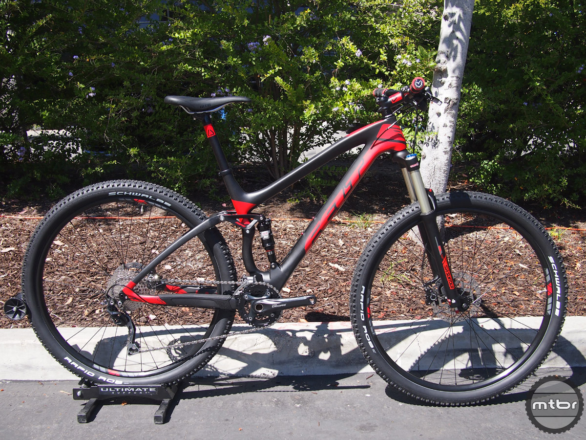 The Edict 5 has 100mm of FAST travel paired with a 120mm SR Suntour fork. MSRP is $2999.