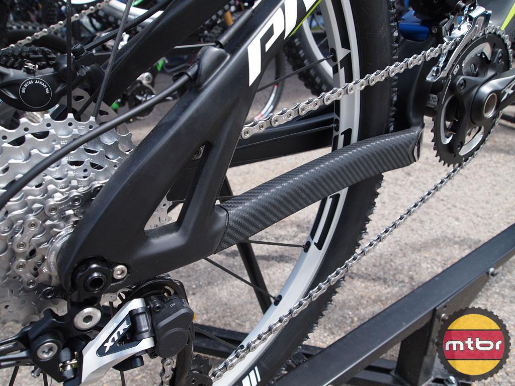 Pivot Cycles Mach 5.7 Carbon