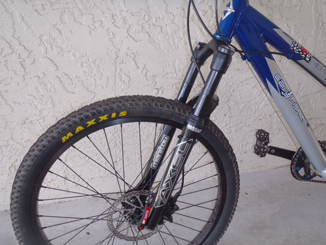 "Anyone try 26"" fork running 24"" wheel with brake post extenders-p8020383.jpg"