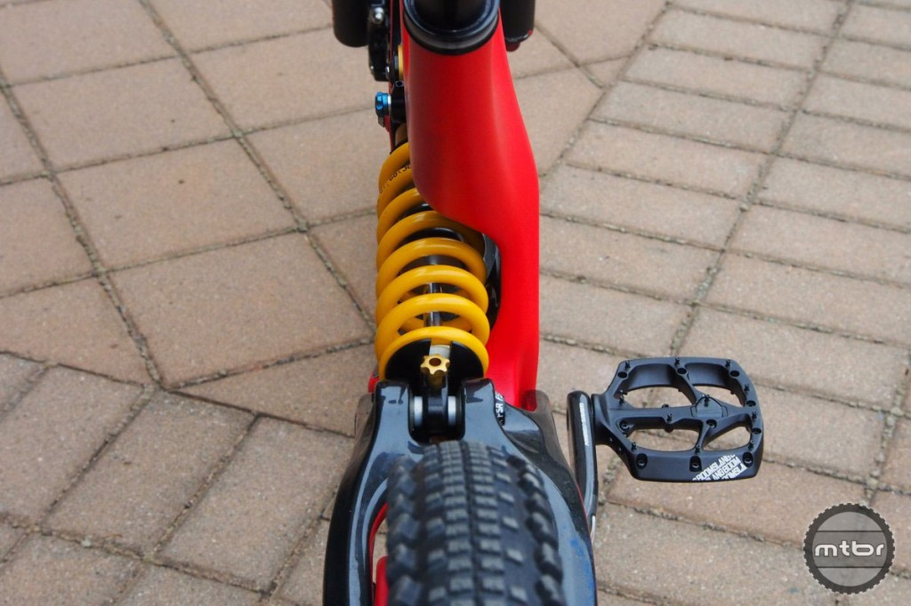 We love the look of the new Demo, but the single sided yoke leaves limited space for a bottle cage.