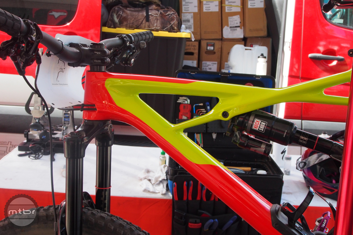 The top tube on the Enduro features the distinctive X-wing bar. Cable routing is quite tidy.