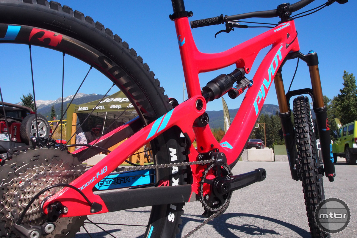 New Reynolds Enduro carbon wheels are used.
