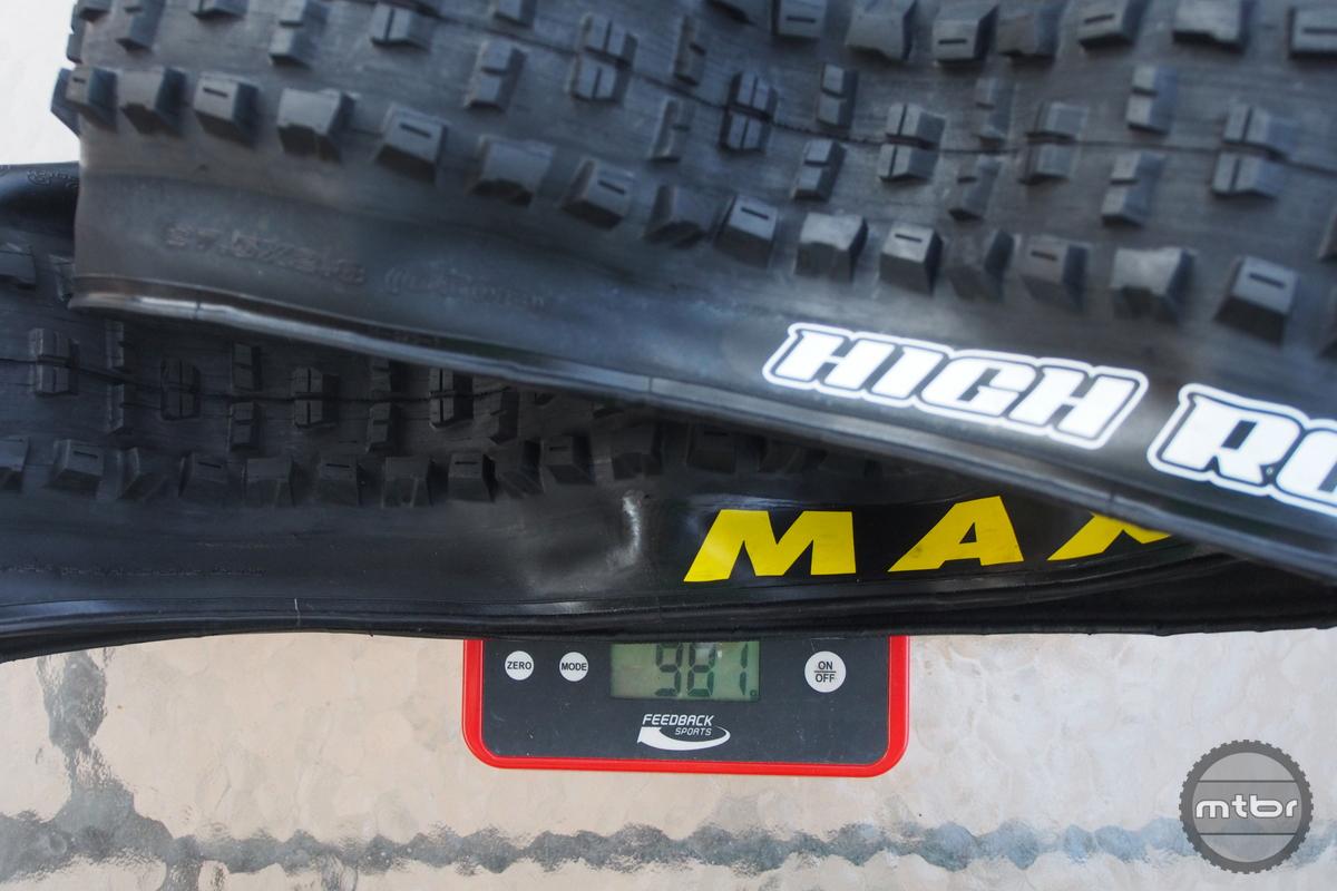Minion HighRoller II 27.5x2.8 weight is 981 grams