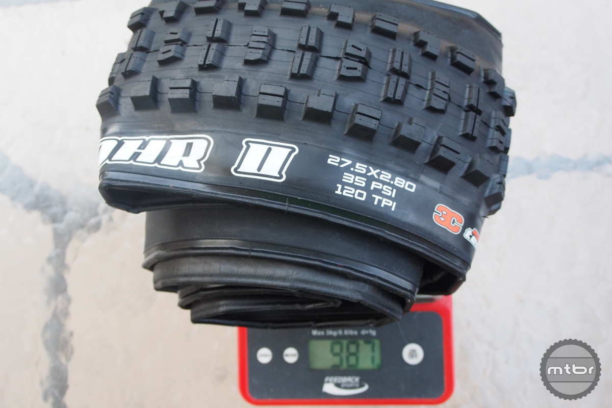 Minion DHR 27.5x2.8 weight is 987 grams.