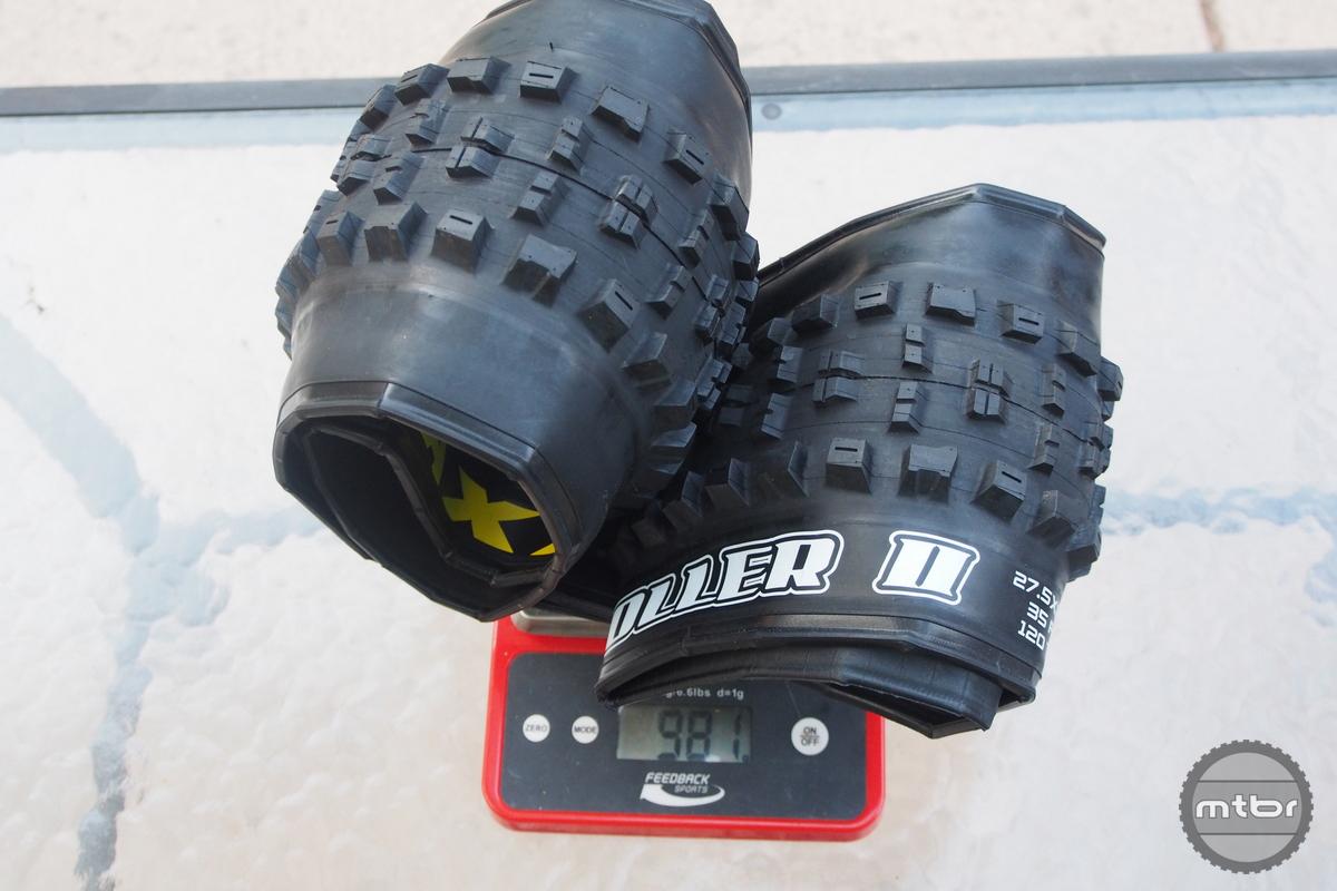 HighRoller II 27.5x2.8 weight is 981 grams