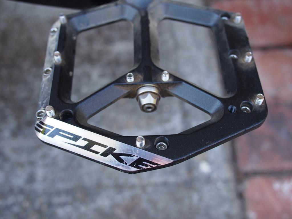 Spank Spike Flat Pedal