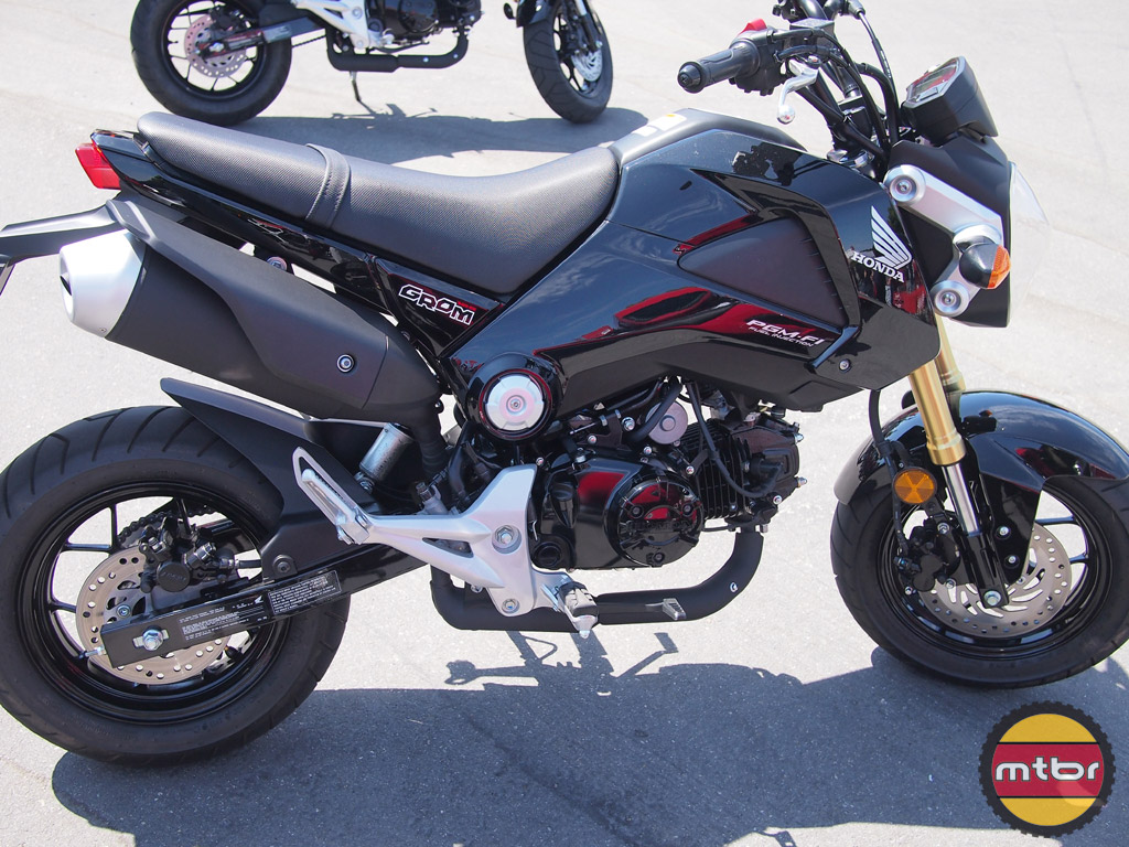 Honda Grom - metallic black
