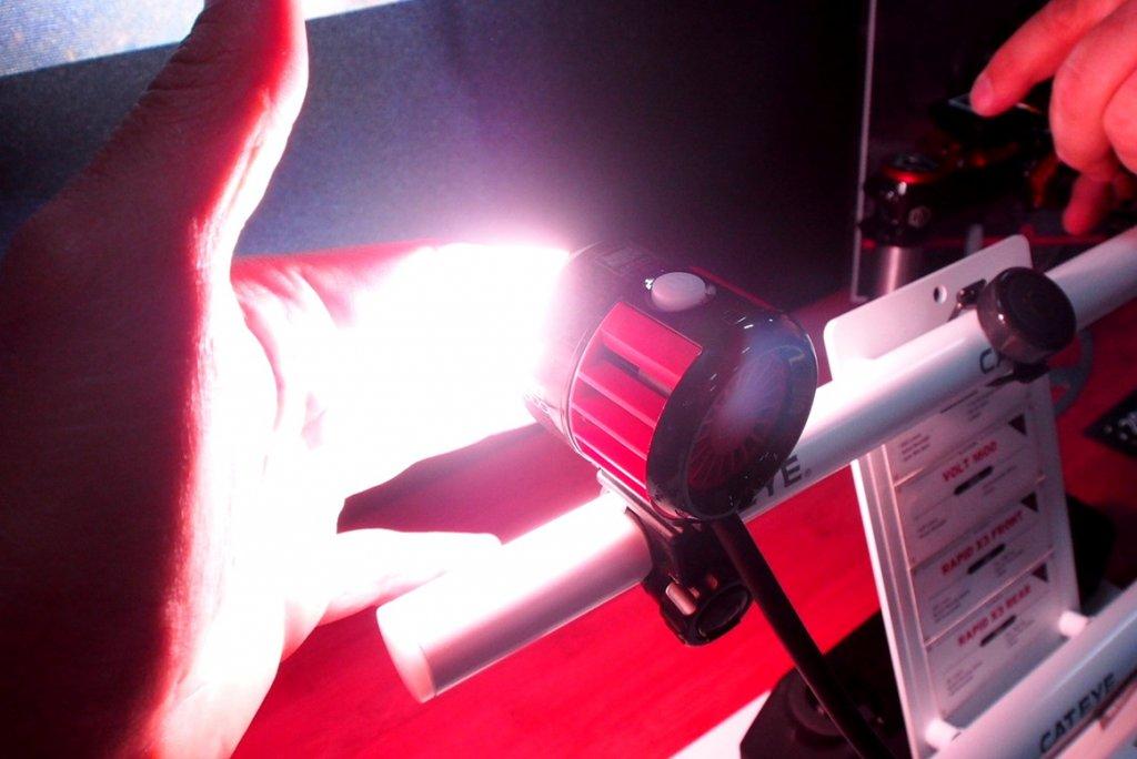 Cateye Volt 6000 lumen - bright and cool-p9180185.jpg