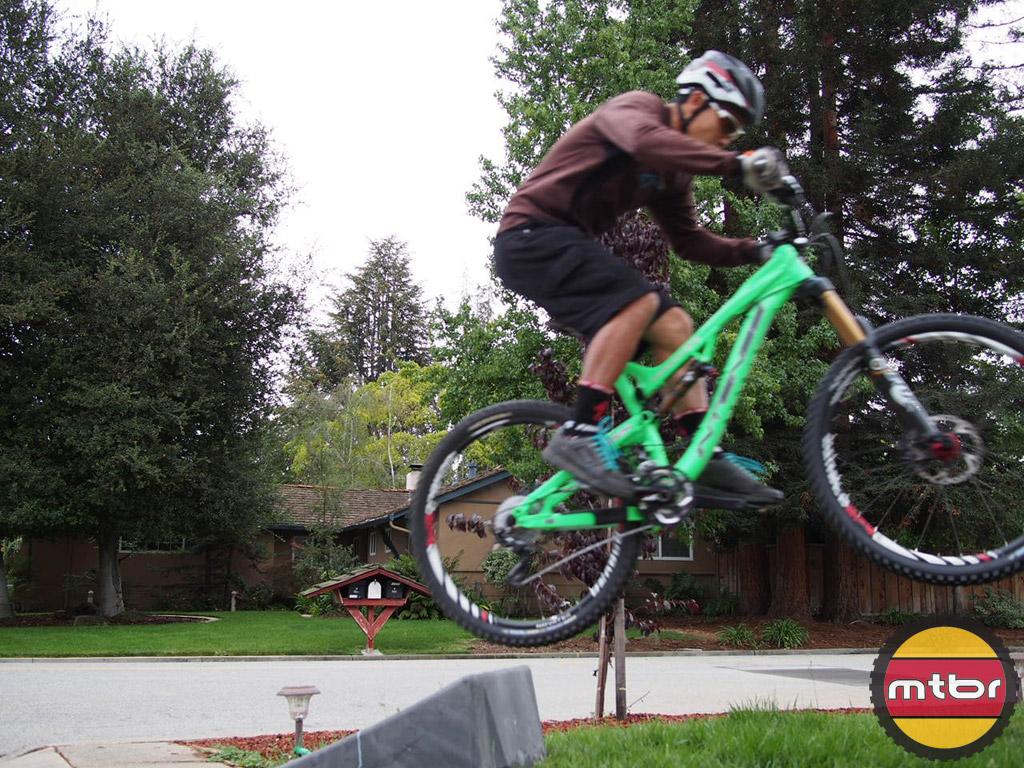 Intense Tracer 275 - jump
