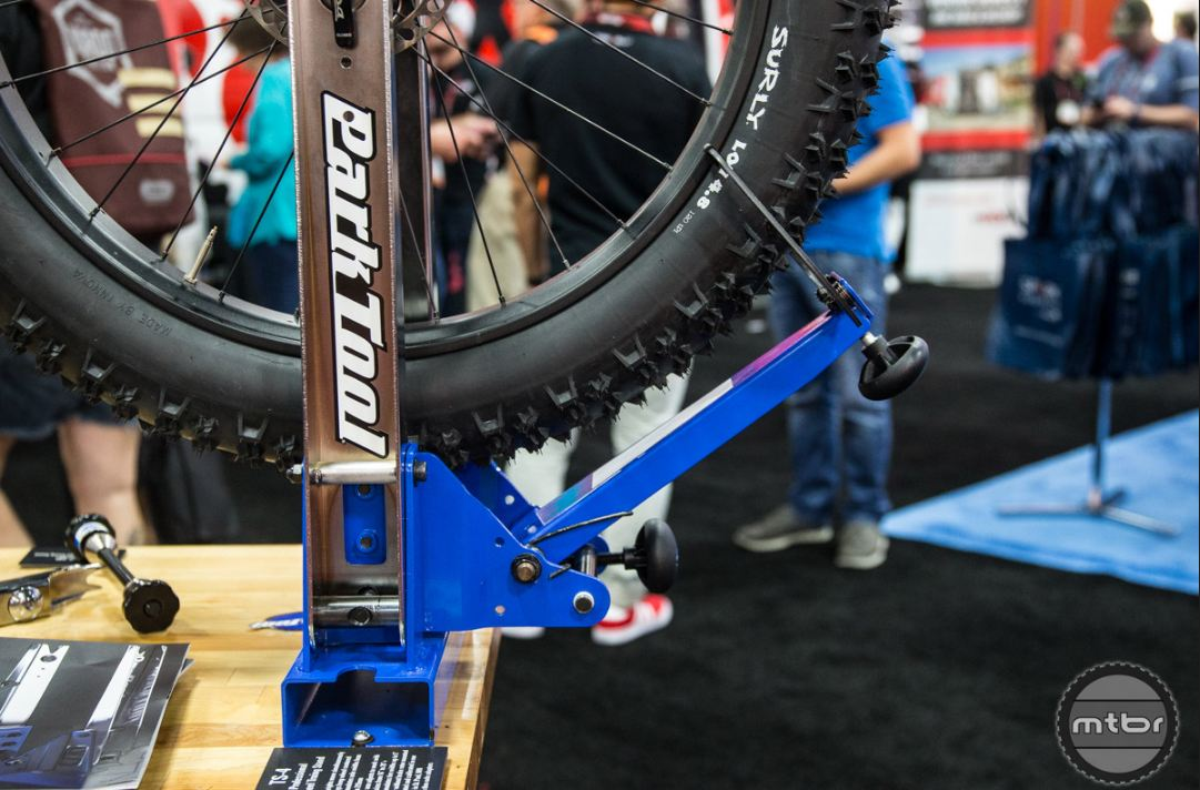 """The new TS-4 can accommodate hub axle widths from 75mm-215mm. It's also compatible with 16""""-29""""+ wheels."""