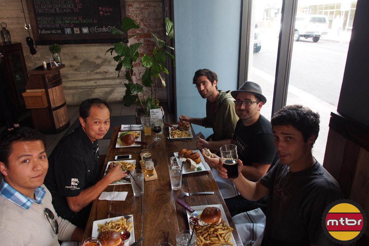 Team Mtbr and Team Lezyne - lunch burgers & beer