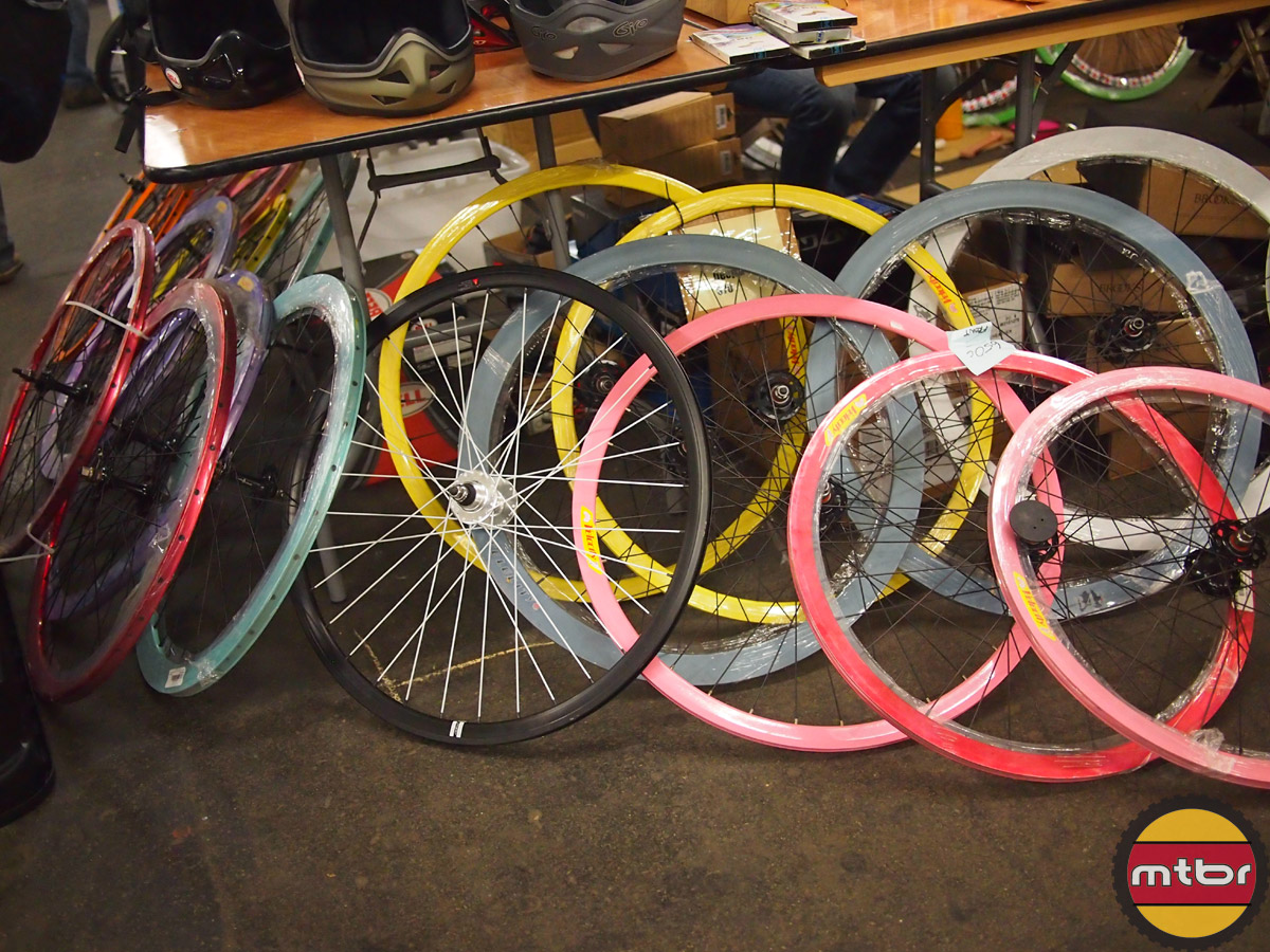 wheels in fixie friendly colors