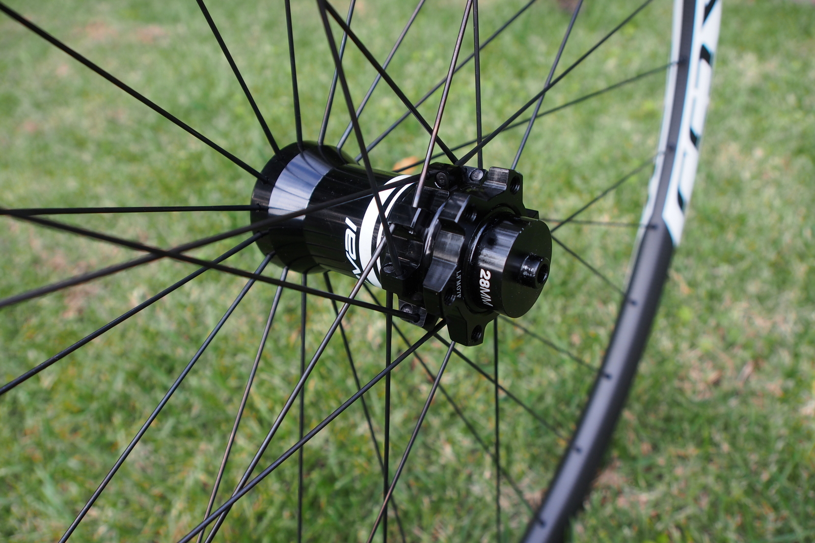 Specialized Control 29 Carbon Wheels front hub
