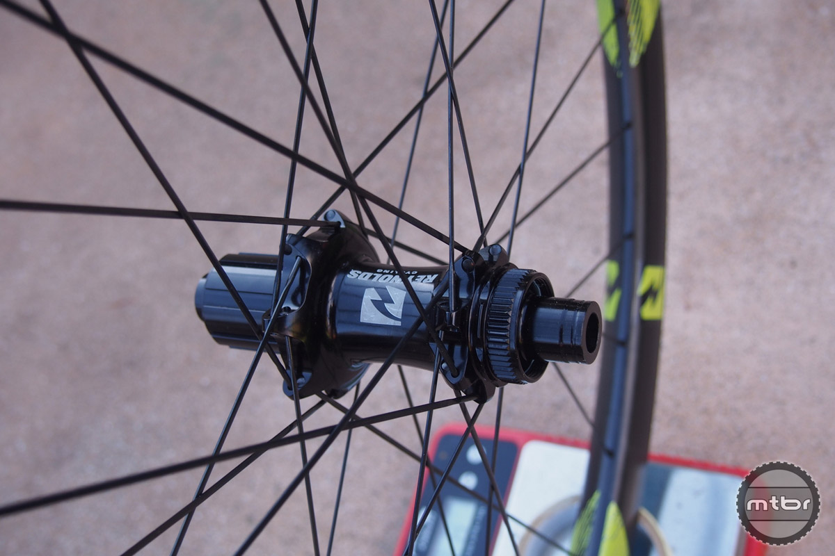 Reynolds 27.5 Enduro features bladed spokes.