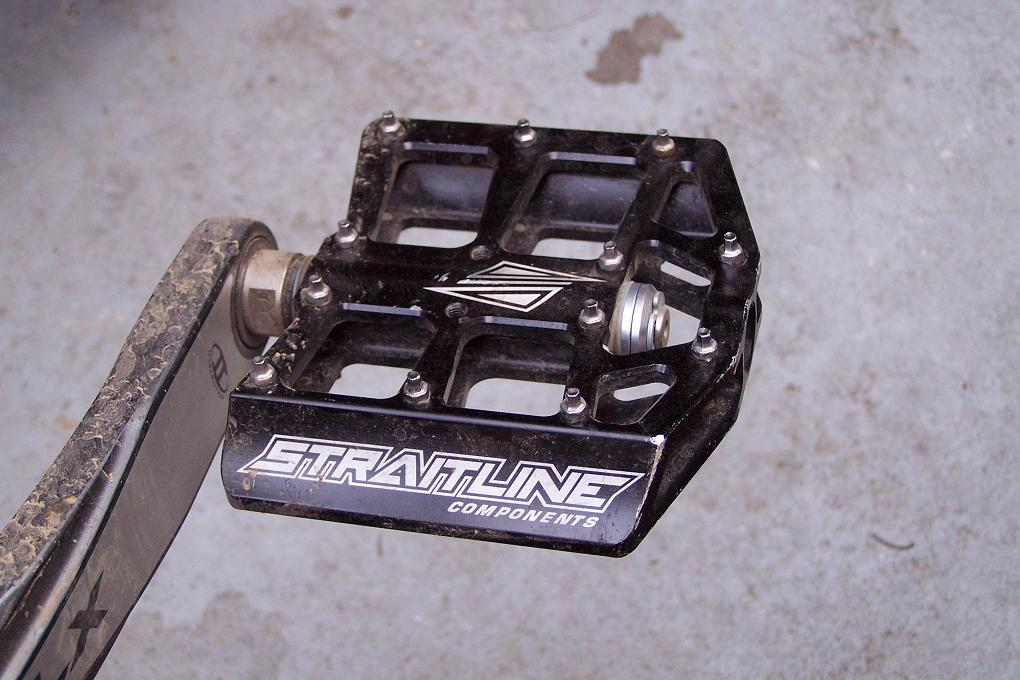 Grippiest combination of flat pedals/shoes for AM riding.-pedal-close-up.jpg