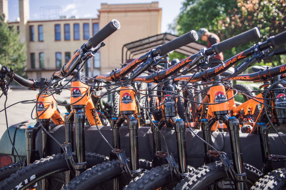 Thieves steal 160 Rocky Mountain bicycles from container