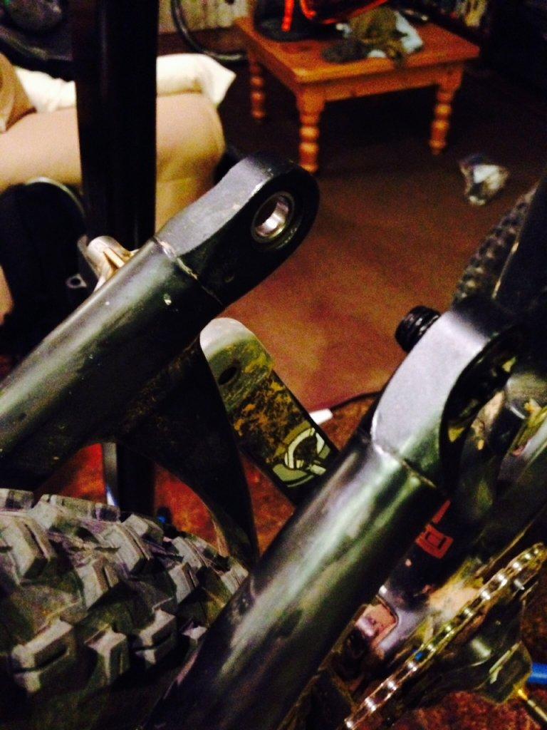 Intense Spider Comp 29 Stuck Suspension bolt?-photo-1-6.jpg