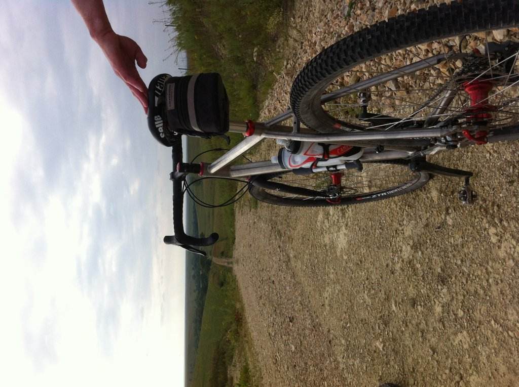 Looking for a carbon gravel grinder!-photo-1.jpg