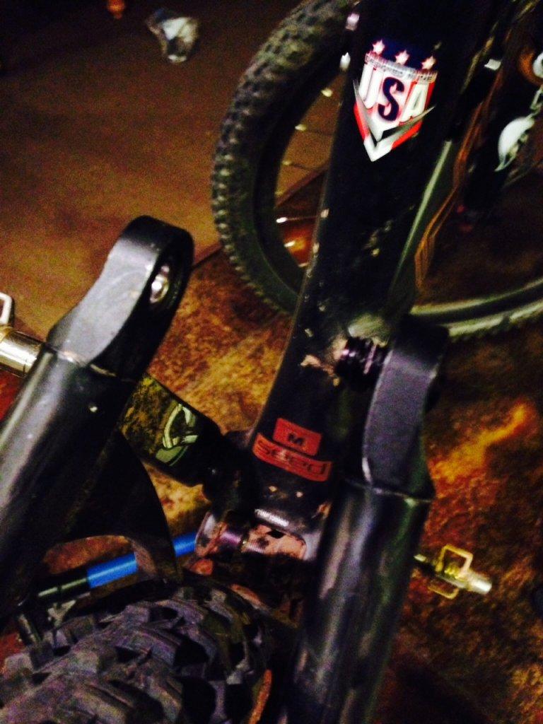 Intense Spider Comp 29 Stuck Suspension bolt?-photo-2-6.jpg