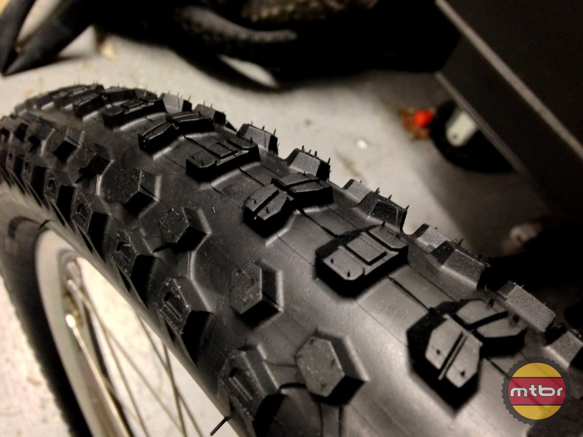 Kenda Nevegal X Tread Pattern