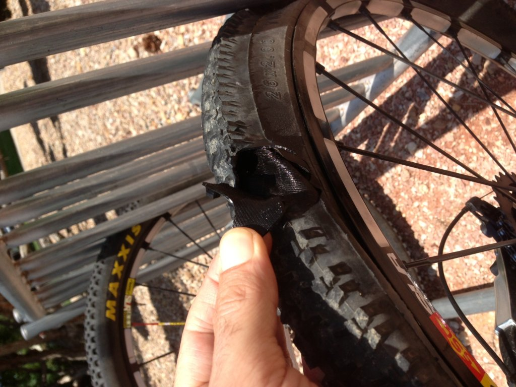 Hutchinson Python Tubeless- Leaking Oil !-photo.jpg