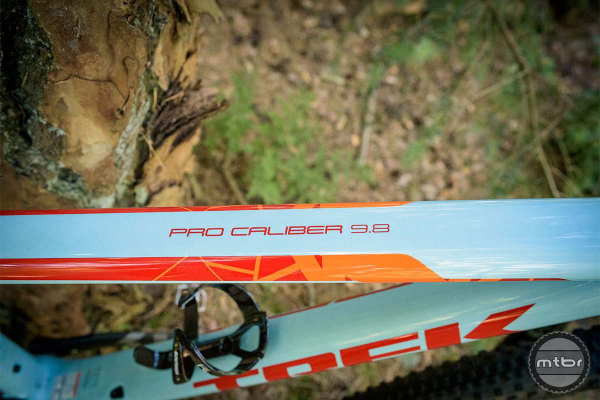 Trek Procaliber 9.8 SL clean graphics with bold colors. Photo by Jeroen Tiggelman
