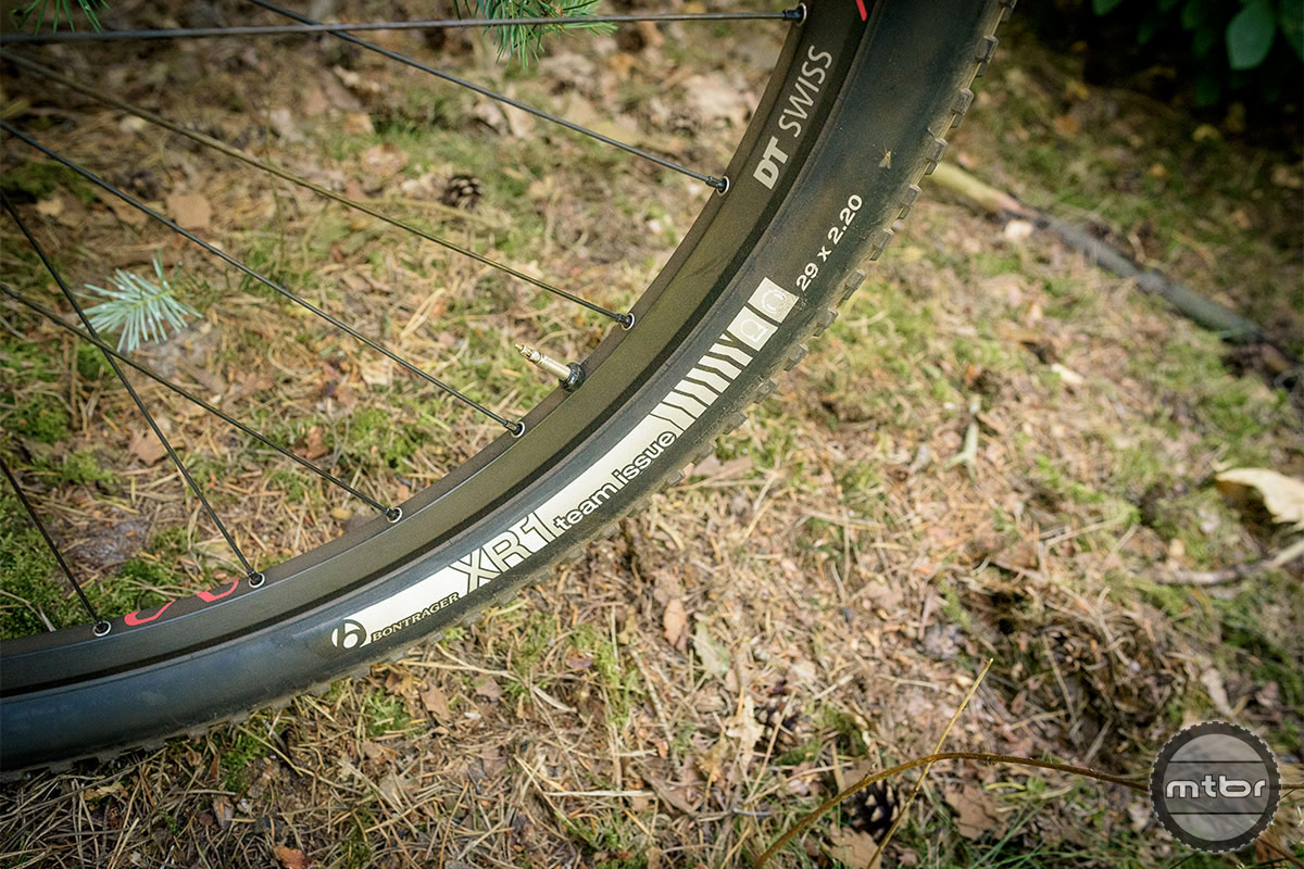 Trek Procaliber 9.8 SL Bontrager XR1 Team Issue 29 x 2.2 tires take care of the ground contact. Photo by Jeroen Tiggelman