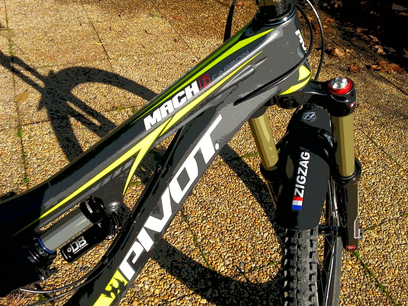 Zigzag's Mach 6 build from France and new cable routing-pivot-zigzag-effet1.jpg