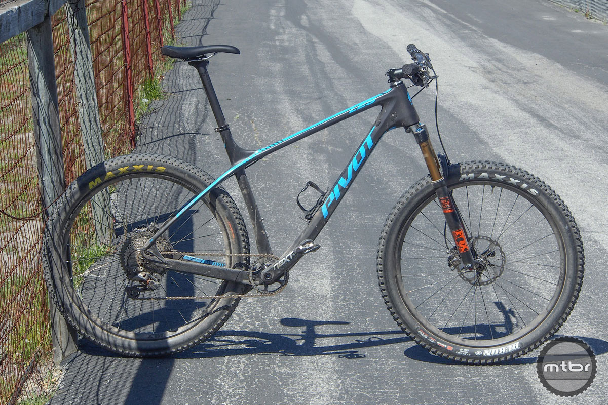 Our Sea Otter XC race rig, the revamped Pivot LES in its 27.5+ set-up.