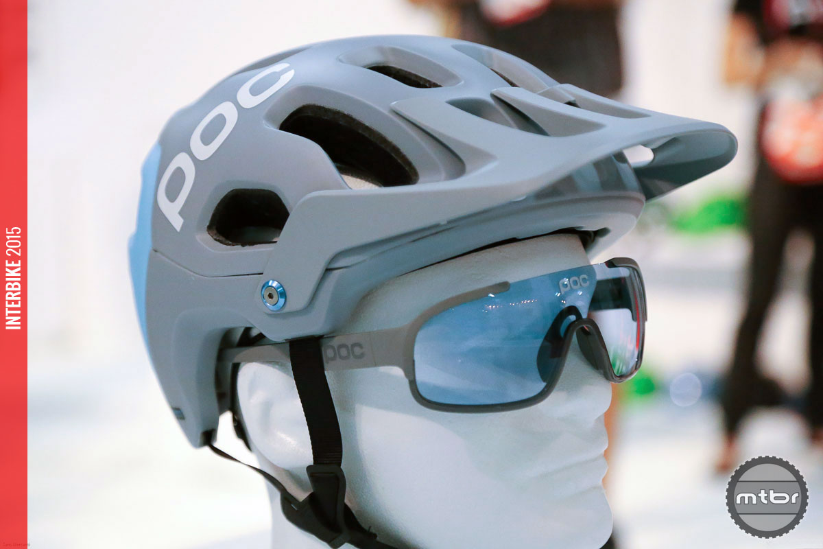 The Tectal offers more coverage than conventional mountain bike helmets and incorporates the same aramid bridge system found in the Trabec.