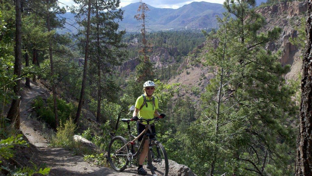 The NM Trail Pix Thread-pueblocanyonrimtrail.jpg