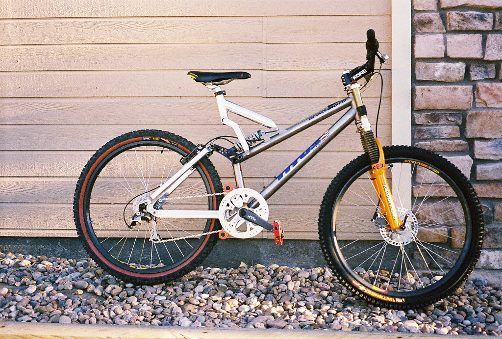 Old School DH bikes-quasiti.jpg