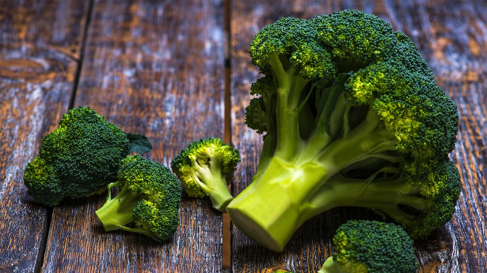 Vegetarian / Vegan / Raw recipes & chat-quick-easy-zesty-broccoli-header-960x540.jpg